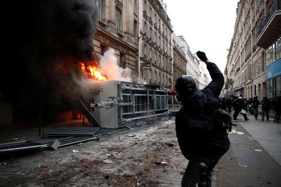 جانب من العنف والاشتباكات فى باريس