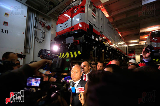 وزير النقل يستلم الجرارات الحديثة (3)