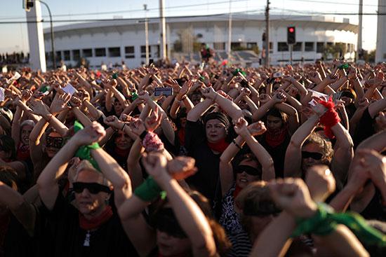 مظاهرات نسوية فى تشيلى مناهضة للعنف ضد المرأة والحكومة