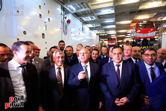وزير النقل يستلم الجرارات الحديثة (7)