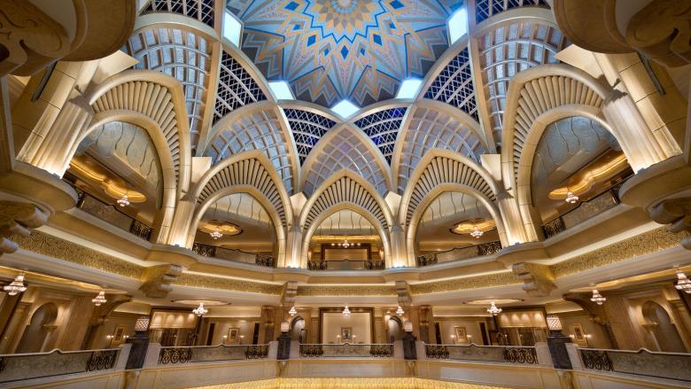 الذهب يزين أسقف فندق قصر الإمارات فى أبوظبى