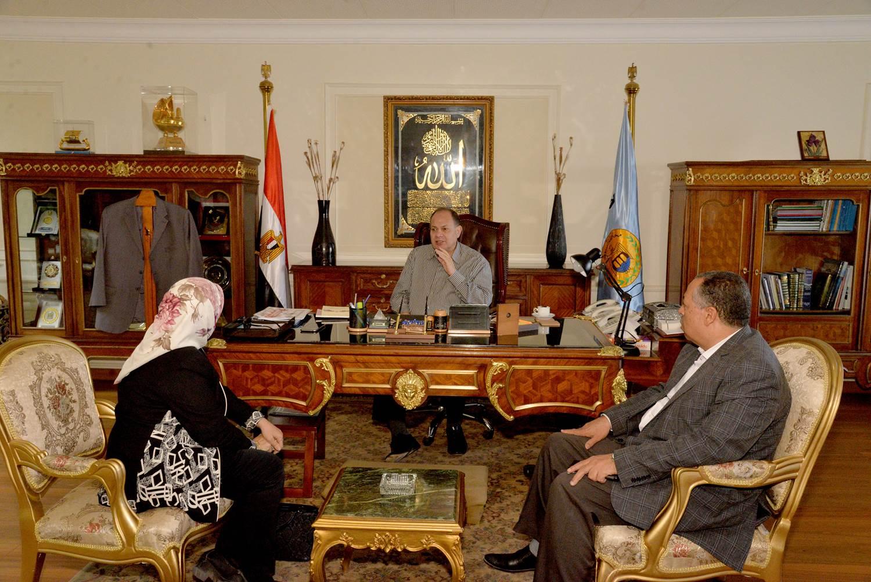 محافظ أسيوط يلتقي  وكيل وزارة التضامن الاجتماعي (1)