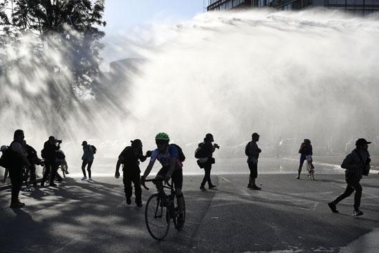 المياه من كل الاتجاهات تستهدف المتظاهرين