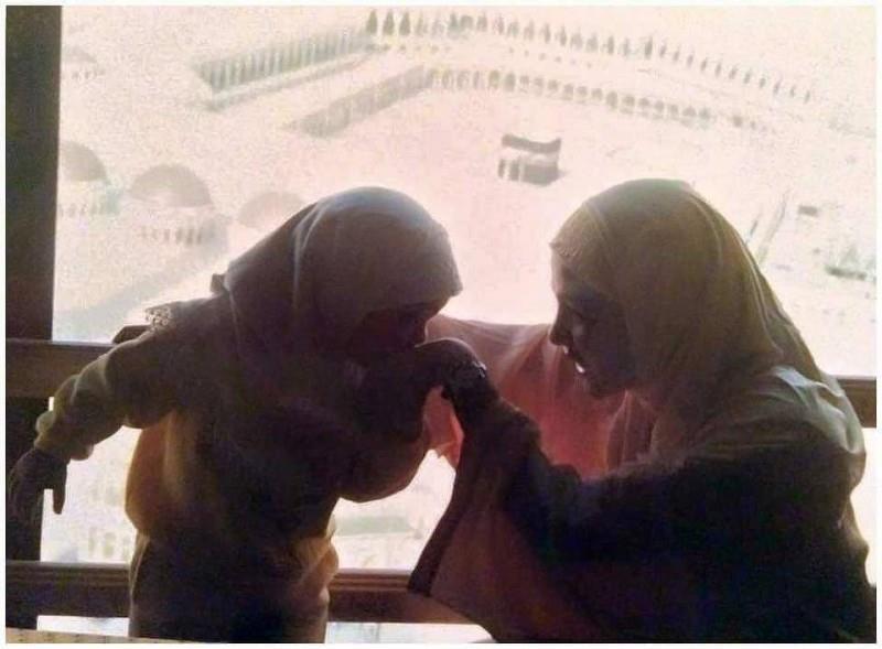 شريهان وابنتها تالية من الحرم المكى