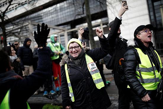 احتجاجات السترات السفراء فى فرنسا على الاوضاع المعيشية