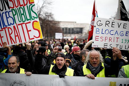 اصحاب السترات السفراء فى جولة جديدة من الاحتجاجات