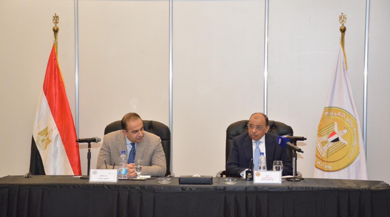 وزير التنمية المحلية ونائب وزيرة التخطيط خلال الورشة
