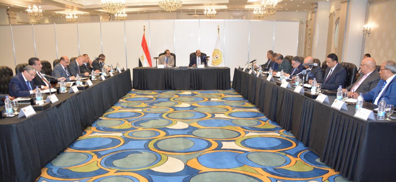 اللواء محمود شعراوى وزير التنمية المحلية خلال لقاء المحافظين
