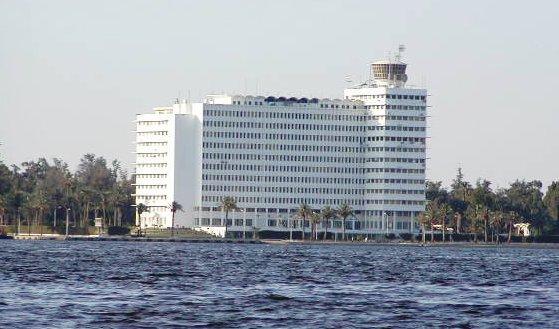 3- المبنى على شاطىء القناه
