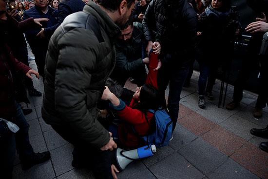القبض على إحدى المشاركات فى المظاهرة