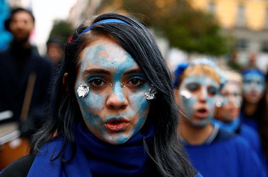 أحد المتظاهرات فى مدريد