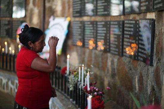 مئات المواطنين فى السلفادور يحيون الذكرى الـ38 لمذبحة الموزوت