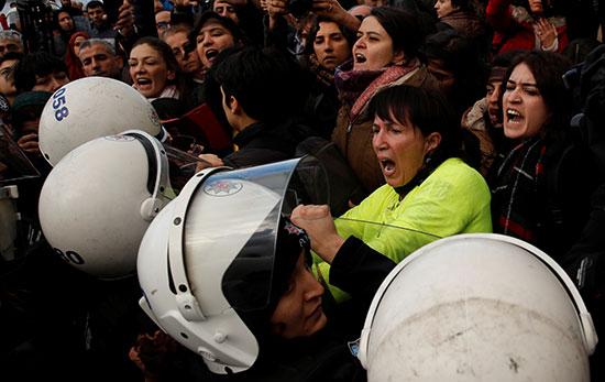 اشتباكات بين الامن والمشاركين فى المظاهرة