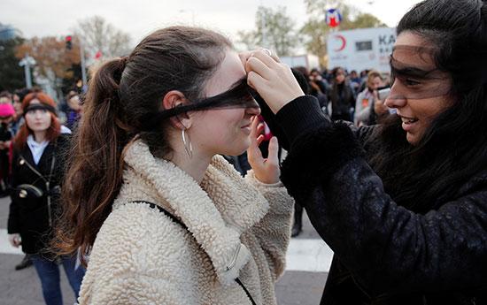 مشاركات فى المظاهرة التركية