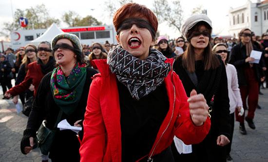 مظاهرة فى إسطنبول للتضامن مع ضحايا الإغتصاب