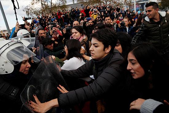 مظاهرة فى إسطنبول للتضامن مع ضحايا الإغتصاب (3)