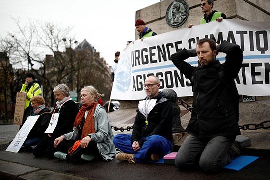 المتظاهرون فى باريس العاصمة الفرنسية