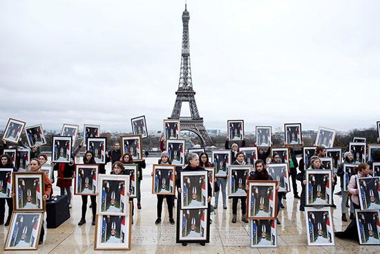 نشطاء المناخ الفرنسيون يحتجون فى باريس
