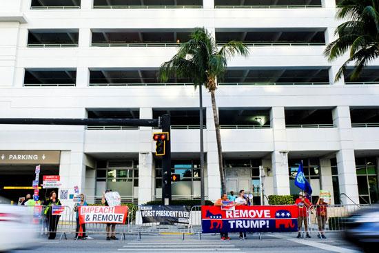لافتات أمام فندق ترامب