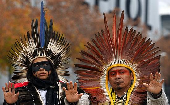 السكان الأصليون يحتجون ضد تغير المناخ فى مدريد