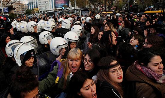 مظاهرة فى إسطنبول لمعارضه العنف ضد النساء