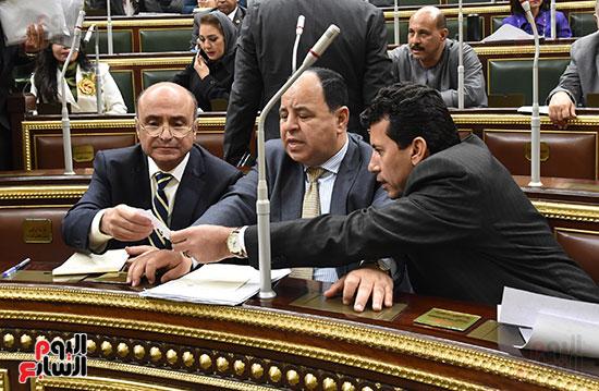 وزير الشباب ووزير المالية والمسشار عمر مروان