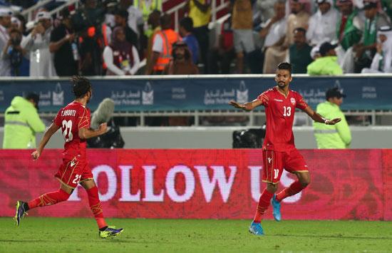 فرحة لاعبى البحرين ضد السعودية