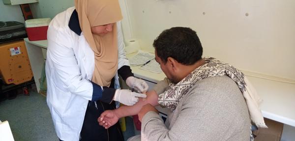 فحص 1420 مريضا في قافلة طبية بقرية الزهيرى بالفيوم (3)