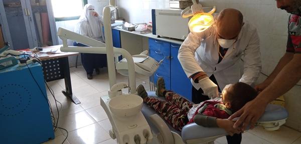 فحص 1420 مريضا في قافلة طبية بقرية الزهيرى بالفيوم (5)