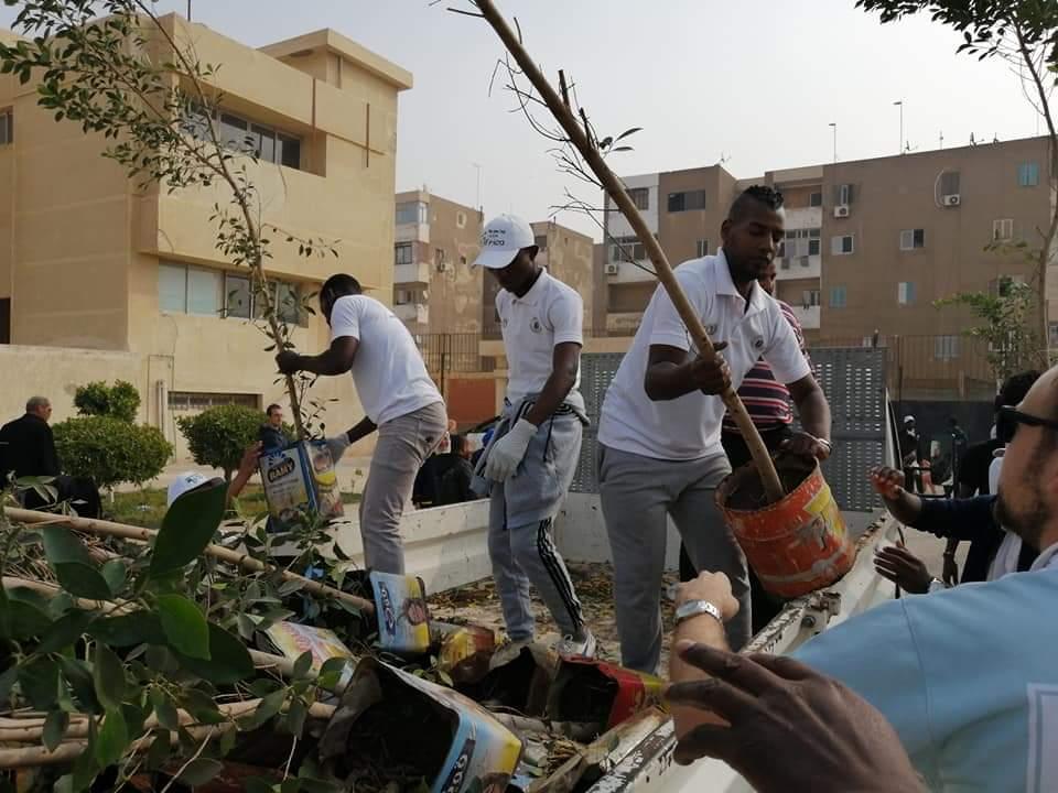 متطوعو الاتحاد الافريقى يزرعون 100 شجرة بمنتدى 15 مايو (9)