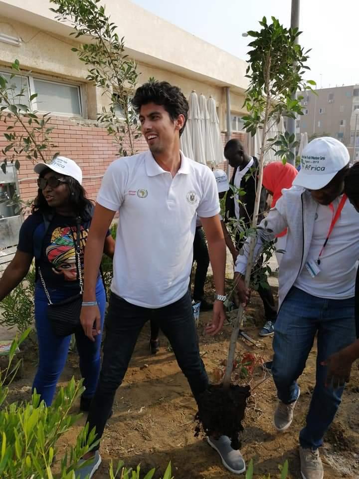 متطوعو الاتحاد الافريقى يزرعون 100 شجرة بمنتدى 15 مايو (23)