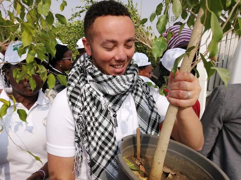 متطوعو الاتحاد الافريقى يزرعون 100 شجرة بمنتدى 15 مايو (6)