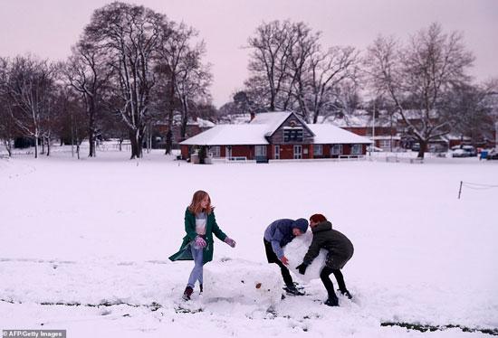 الثلوج كست بريطانيا فو اسوأ موجة طقس منذ 7 سنوات  (23)