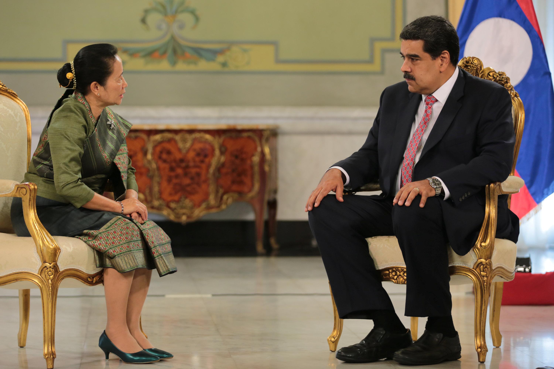 رئيس فنزويلا يتحدث إلى سفيرة سورينام