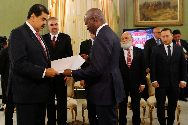 مادورو يتسلم أوراق اعتماد سفير بنين