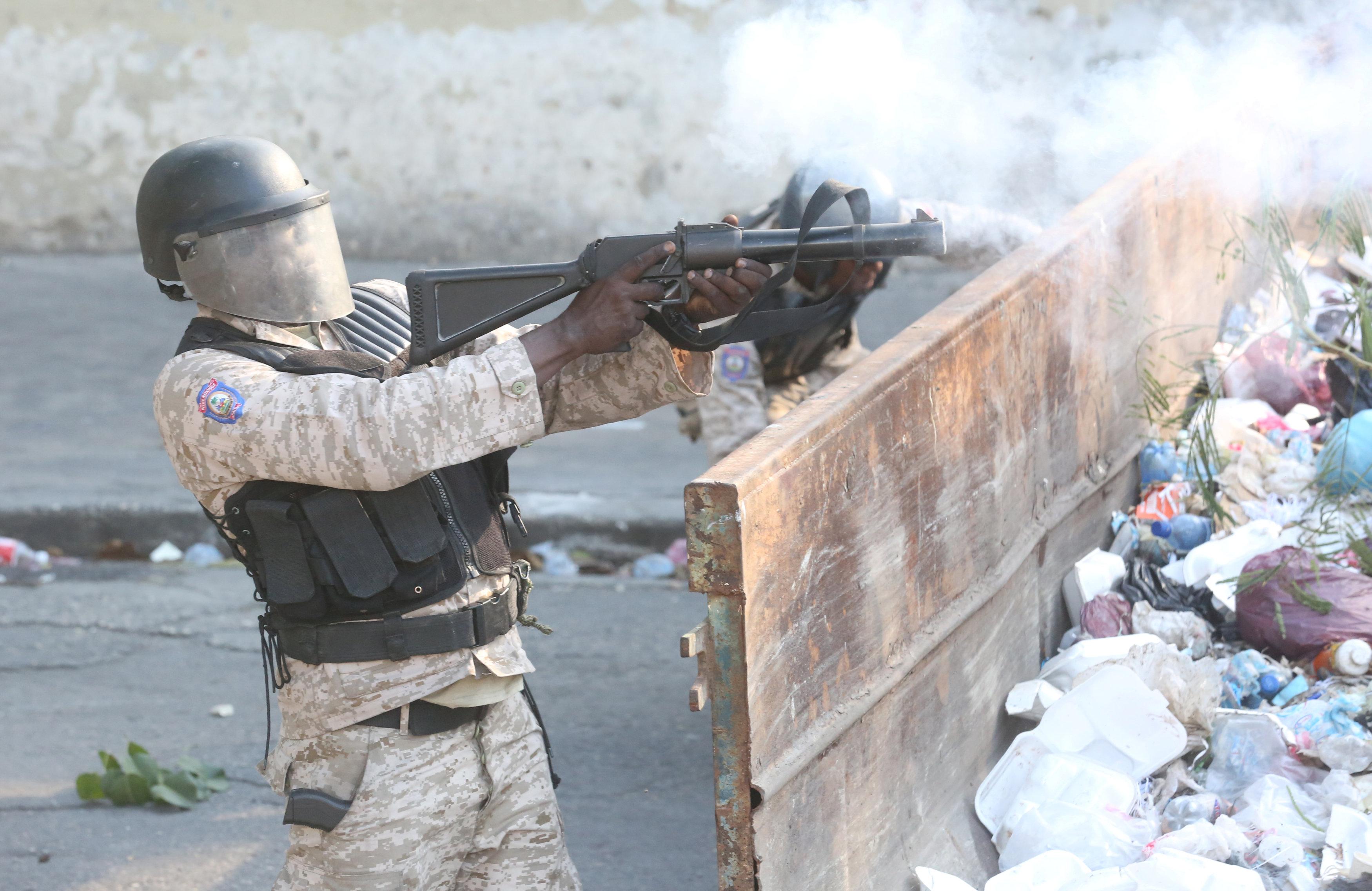 شوارع هايتى تتحول لساحة حرب خلال مظاهرات عنيفة  (1)