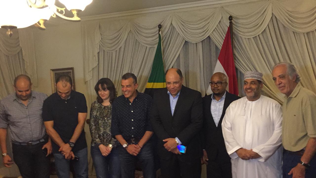 خالد مرتجى مع سفير مصر بتنزانيا (1)