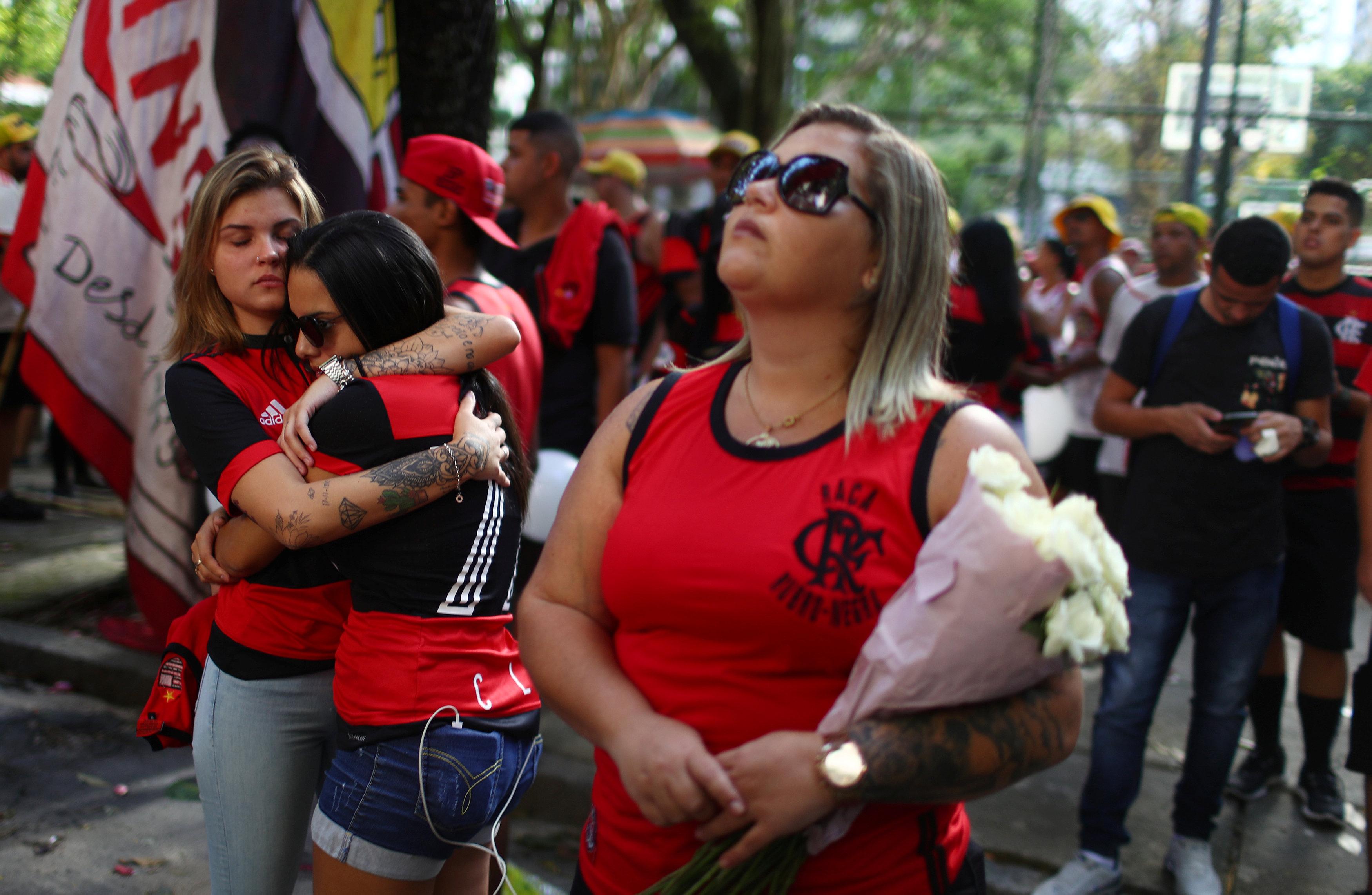 تشييع جثامين قتلى حريق مركز تدريب نادى فلامنجو البرازيلى (6)