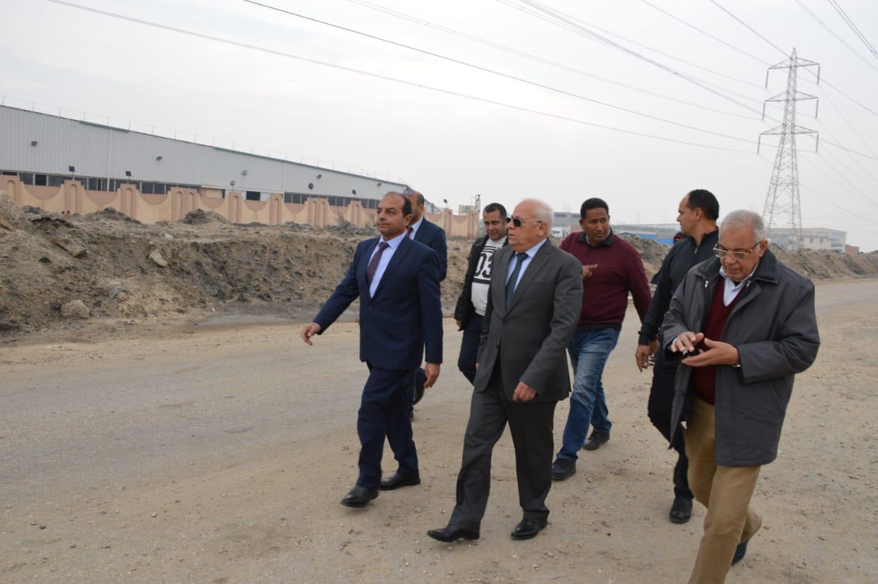لجنة من مجلس الوزراء تتفقد محطة الصرف الصحي c9 ببورسعيد لإعادة تشغيلها (2)