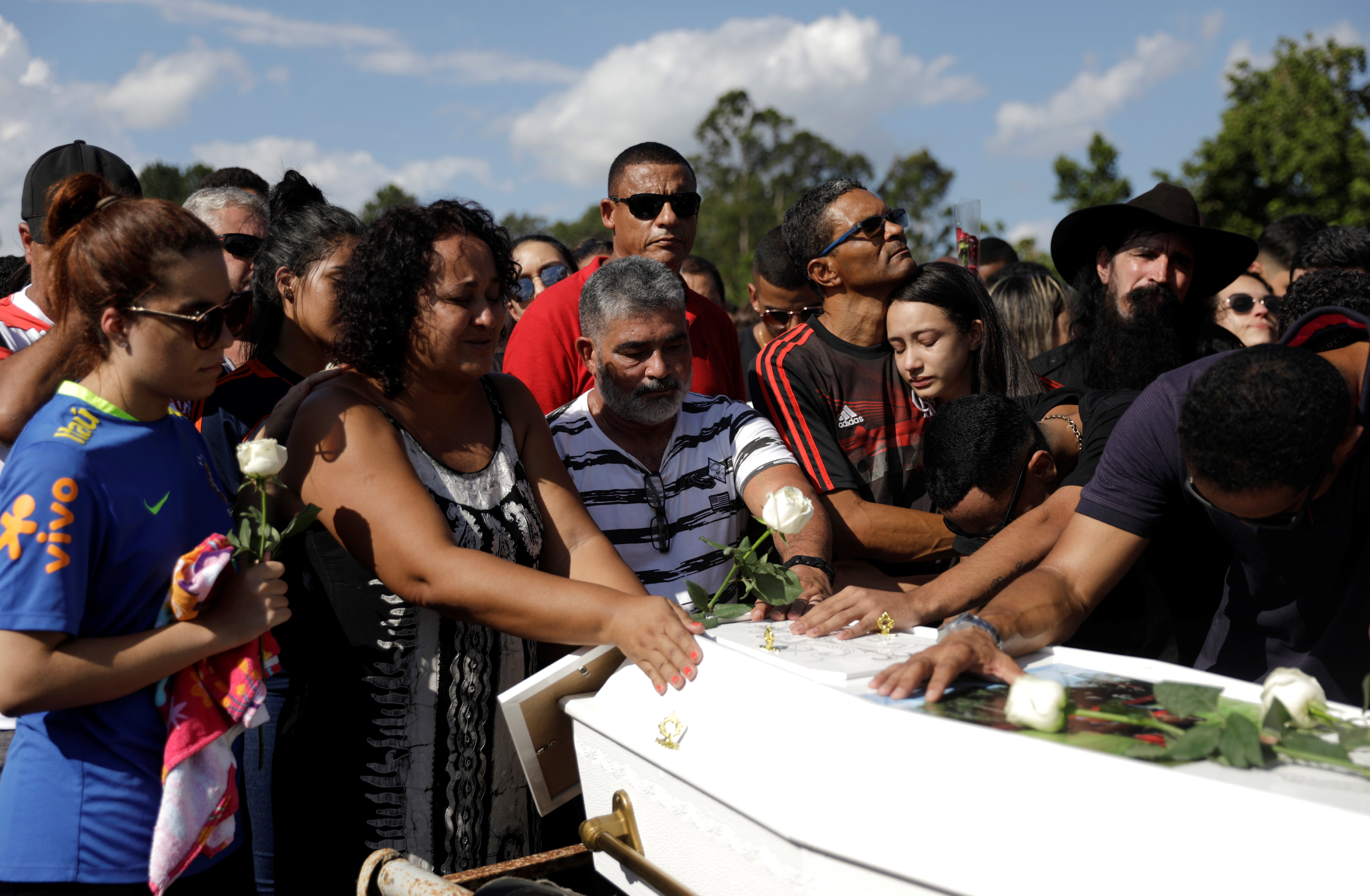تشييع جثامين قتلى حريق مركز تدريب نادى فلامنجو البرازيلى (2)