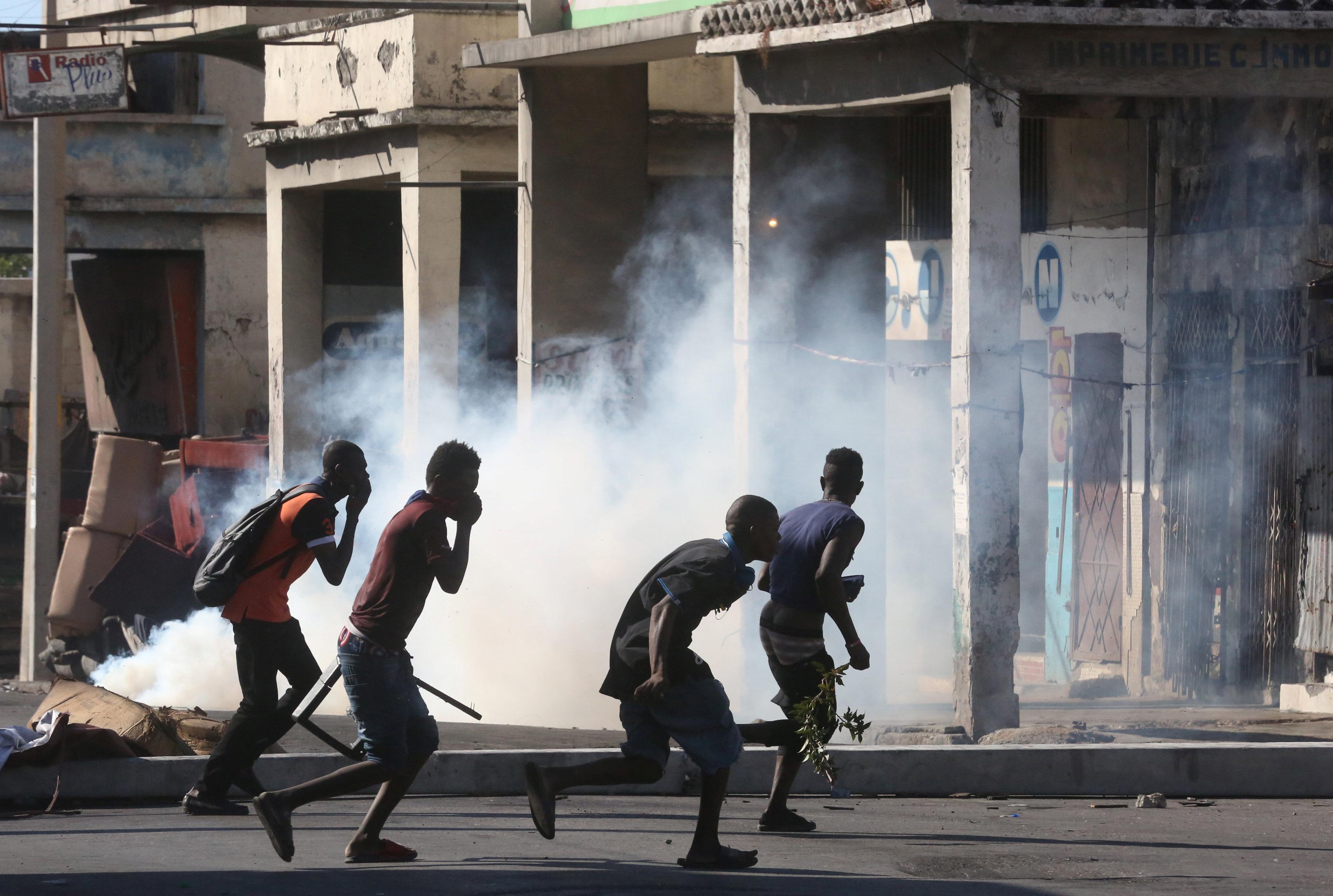 شوارع هايتى تتحول لساحة حرب خلال مظاهرات عنيفة  (4)