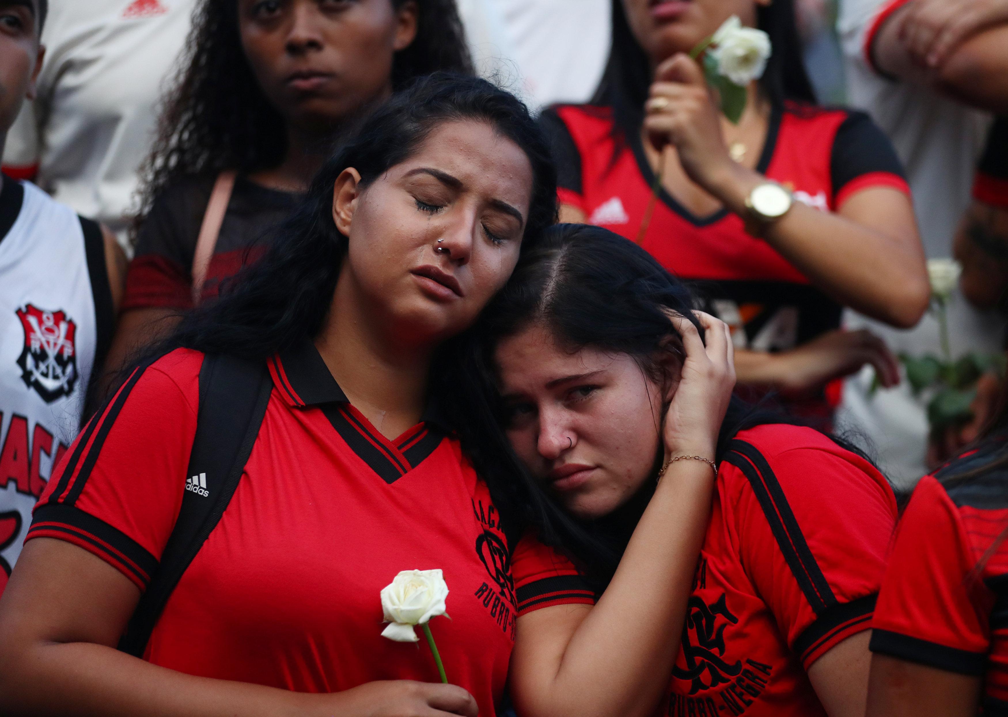 تشييع جثامين قتلى حريق مركز تدريب نادى فلامنجو البرازيلى (10)