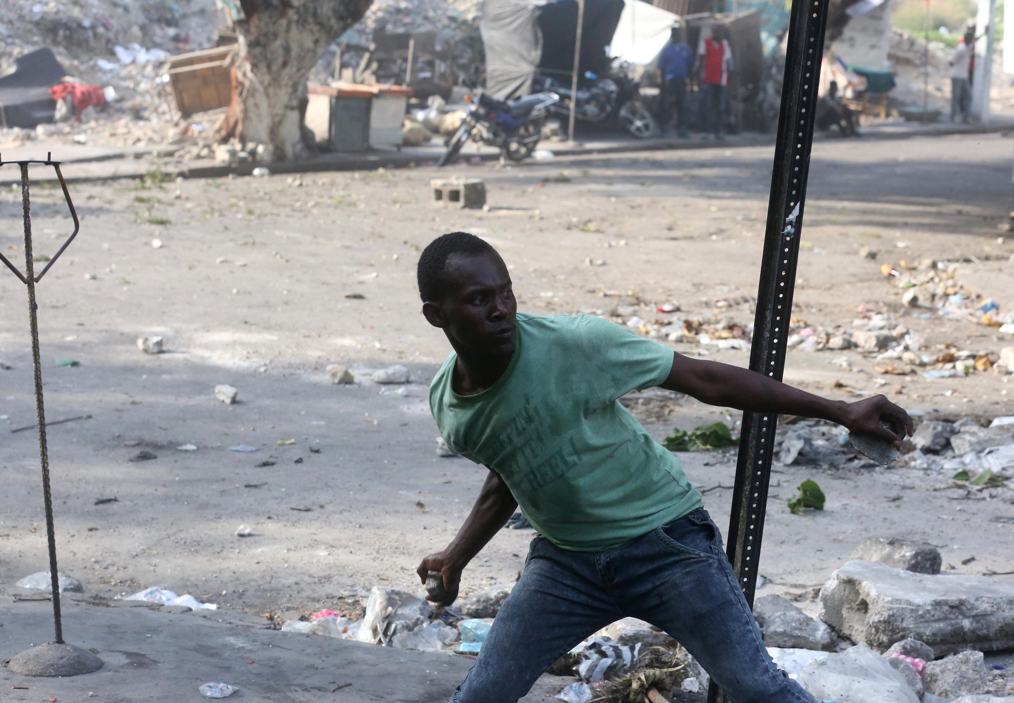شوارع هايتى تتحول لساحة حرب خلال مظاهرات عنيفة  (3)