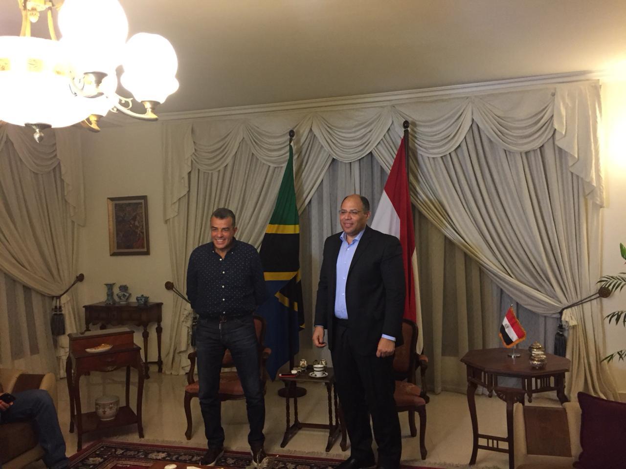 خالد مرتجى مع سفير مصر بتنزانيا (3)