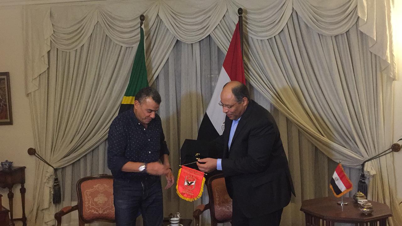 خالد مرتجى مع سفير مصر بتنزانيا (9)