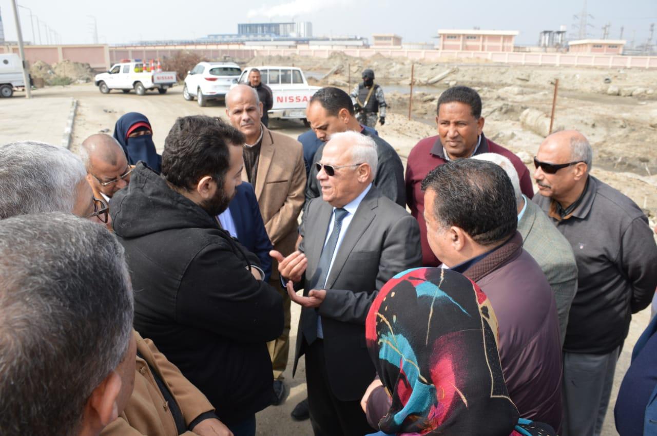لجنة من مجلس الوزراء تتفقد محطة الصرف الصحي c9 ببورسعيد لإعادة تشغيلها (1)