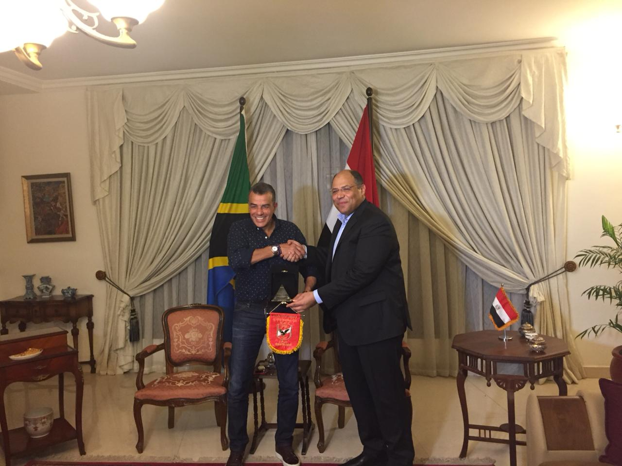خالد مرتجى مع سفير مصر بتنزانيا (7)