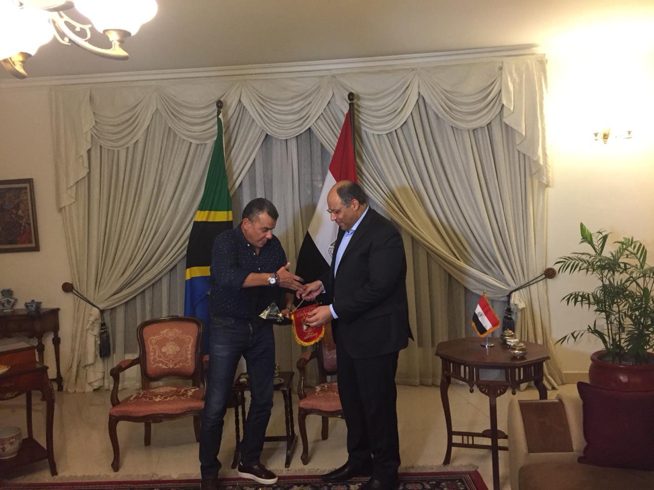 خالد مرتجى مع سفير مصر بتنزانيا (4)