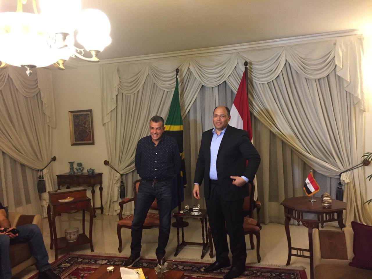 خالد مرتجى مع سفير مصر بتنزانيا (6)