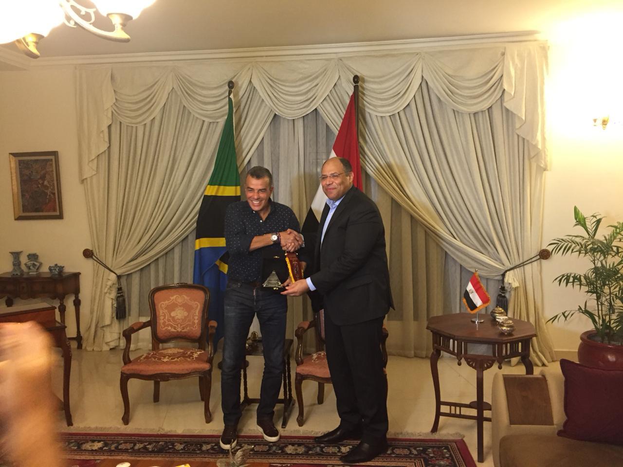 خالد مرتجى مع سفير مصر بتنزانيا (8)